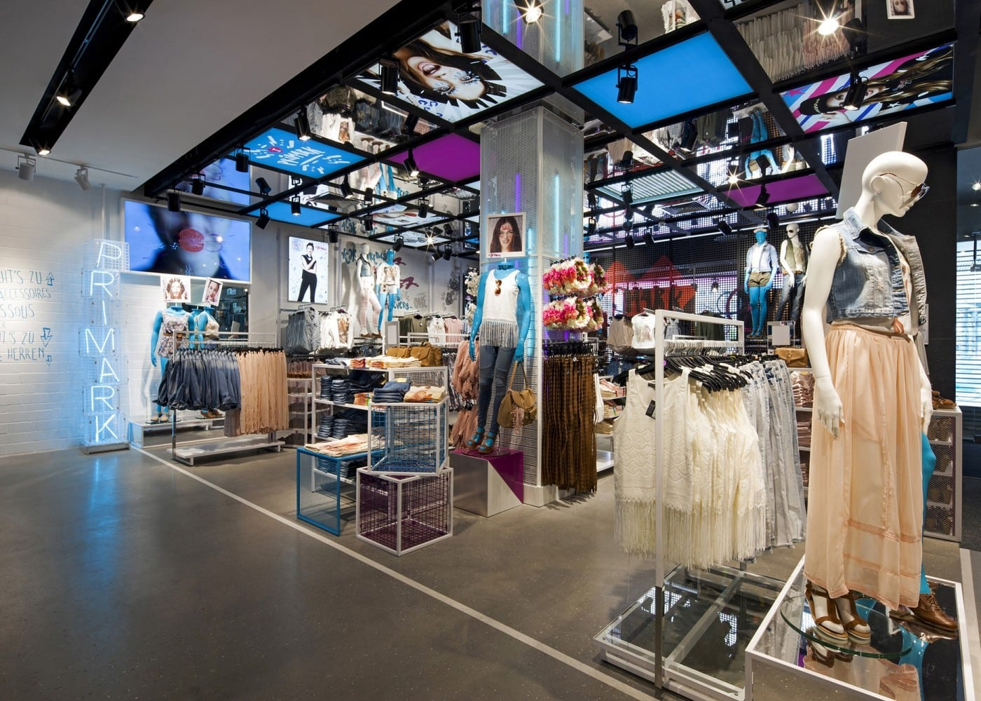 retail lighting design: Primark Berlin womenswear