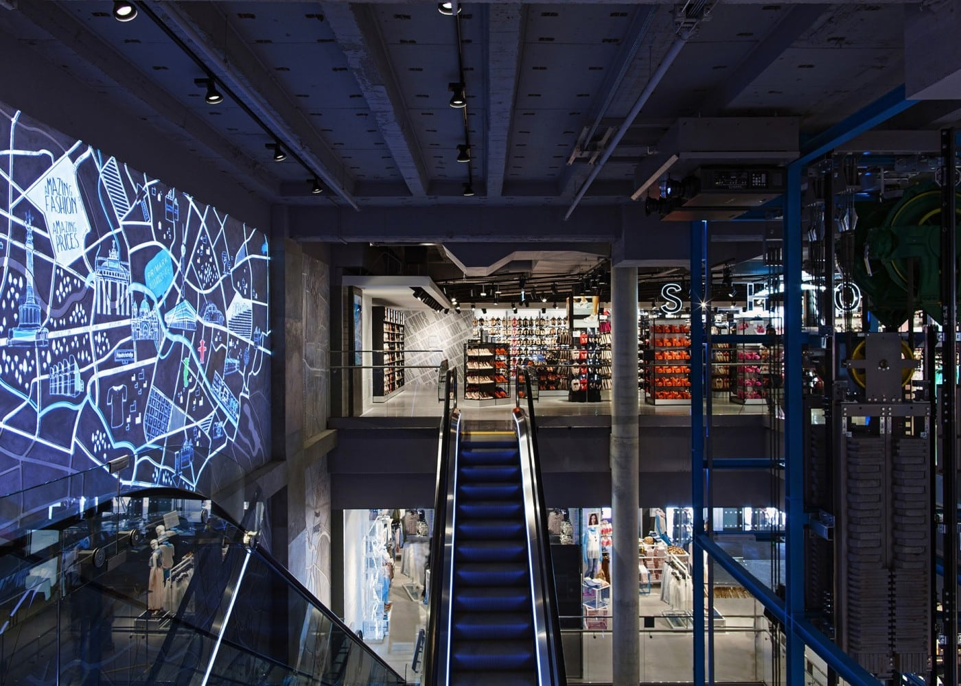 retail lighting design: Primark Berlin