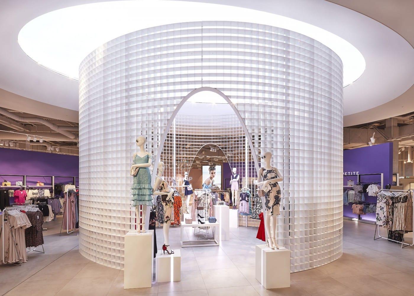 retail lighting design: Topshop clothes display