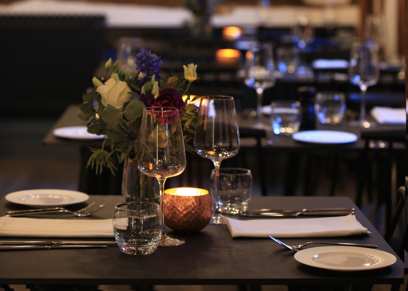 restaurant lighting design: Loft table set up