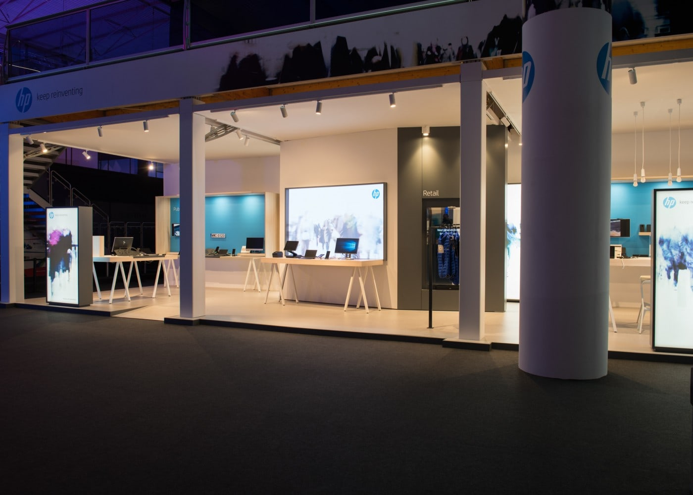 retail lighting design: Barcelona HP stand exterior