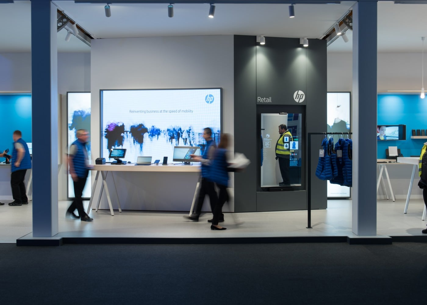 retail lighting design: Barcelona HP stand