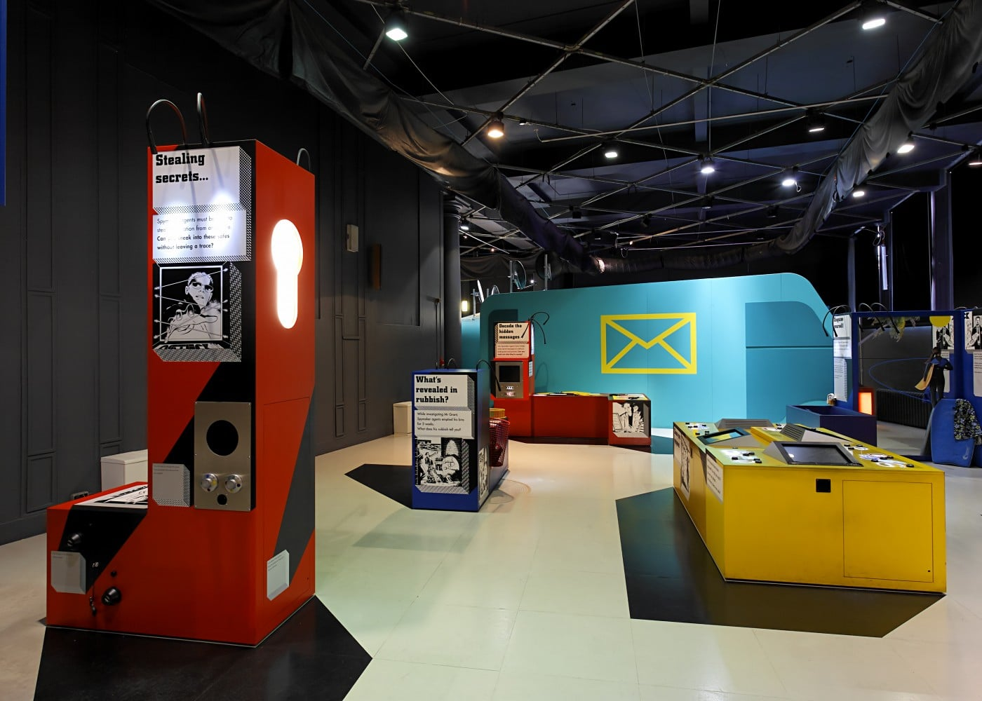 exhibition lighting design: Spy Exhibition