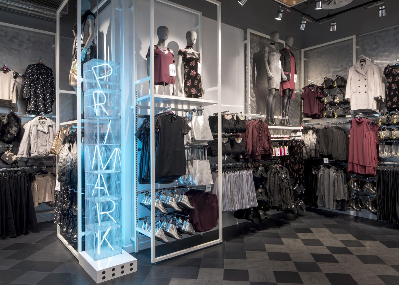 retail lighting design: Primark Amsterdam Ladieswear
