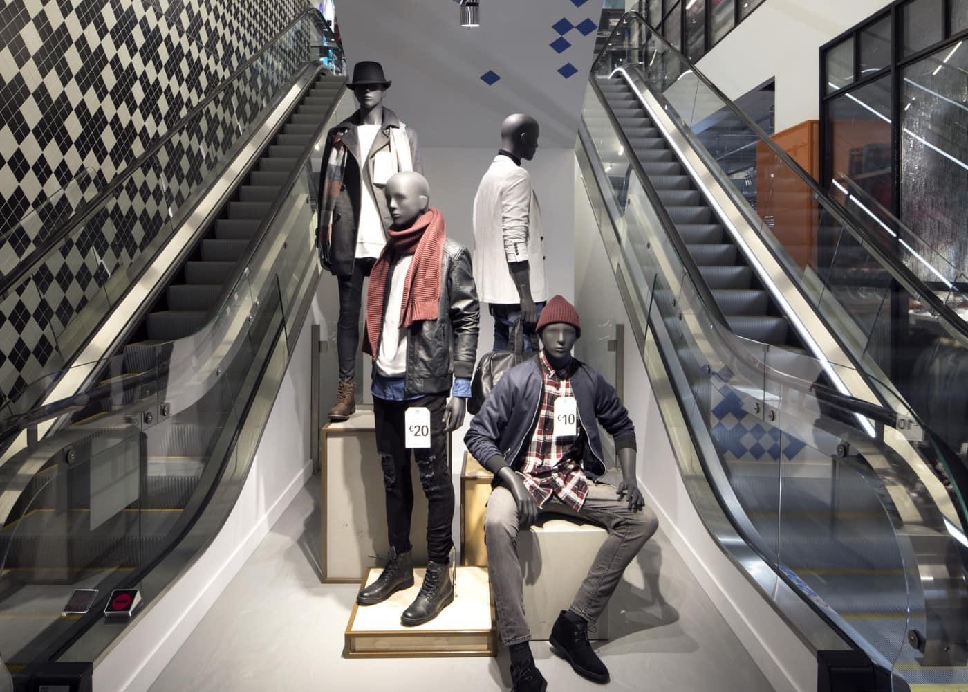 retail lighting design: Primark Amsterdam mannequins and escalators