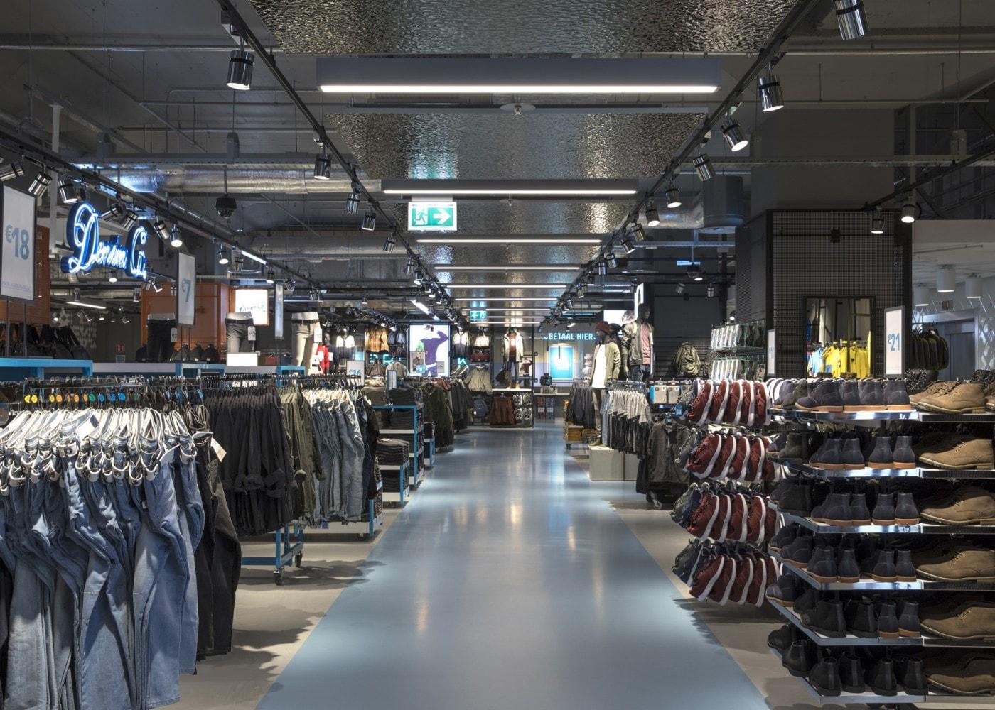 retail lighting design: Primark Amsterdam Menswear section