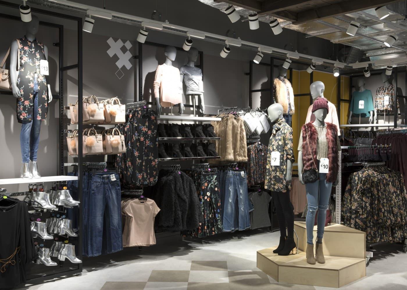 retail lighting design: Primark Amsterdam ladieswear department