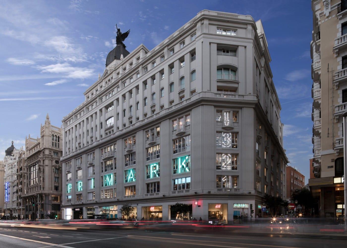retail lighting design: Madrid Gran Via Primark exterior