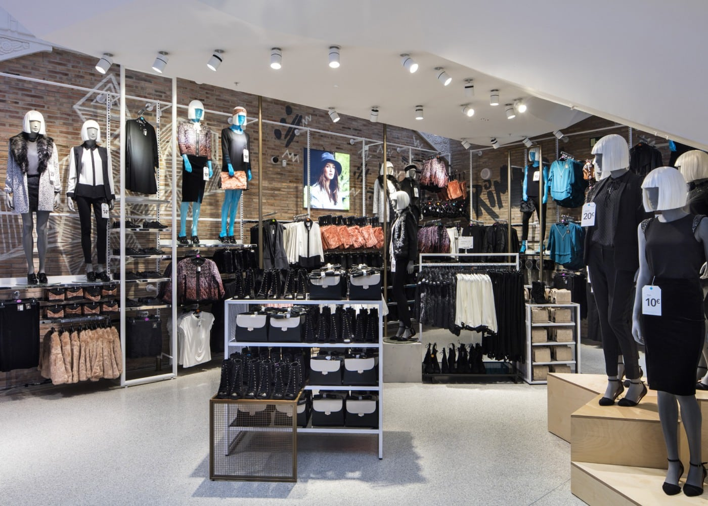 retail lighting design: Primark Madrid Gran Via Ladieswear department