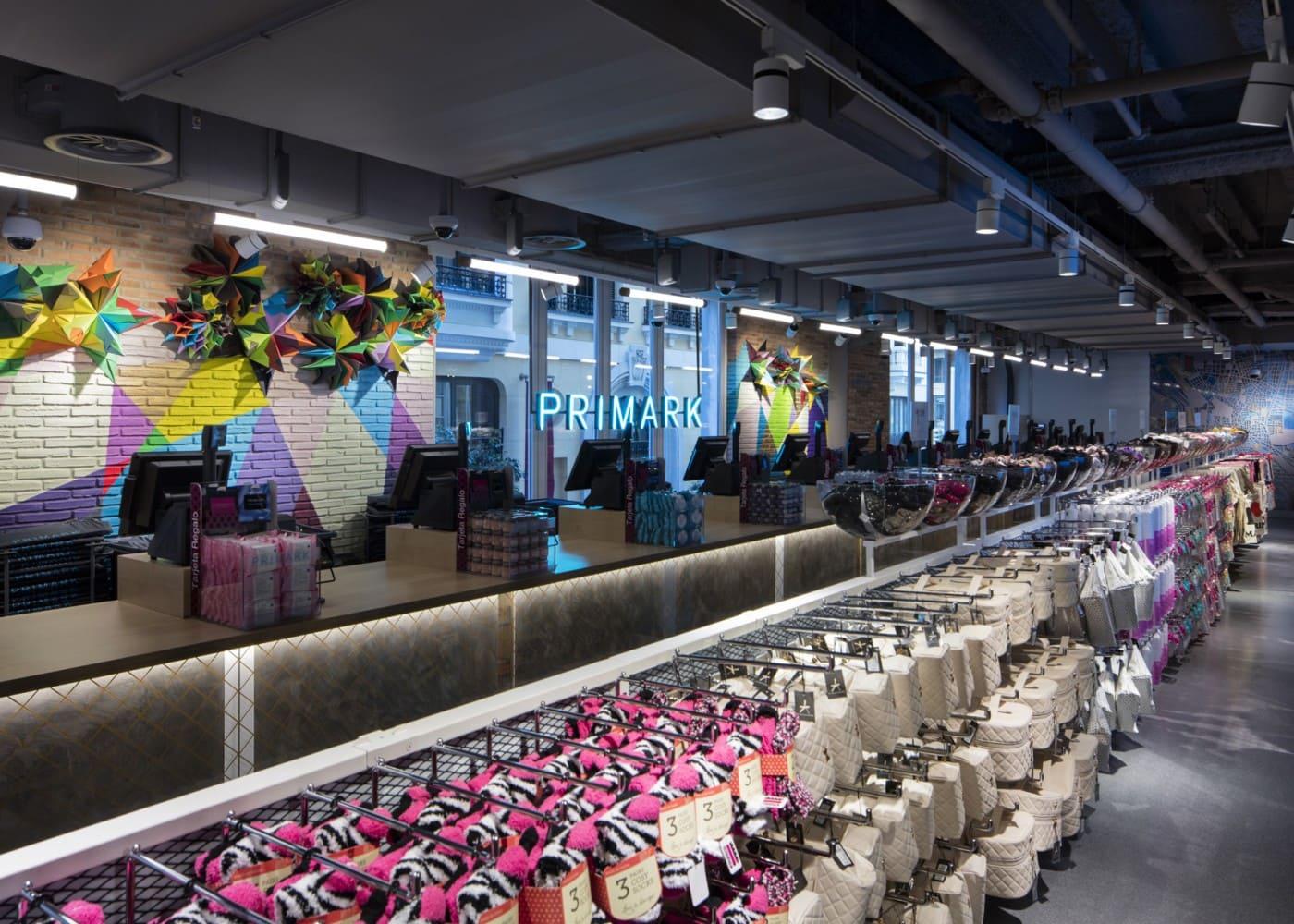 retail lighting design: Primark Madrid Gran Via checkout area