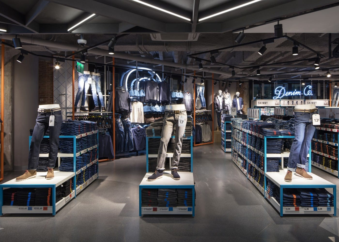 retail lighting design: Primark Madrid Gran Via Menswear department