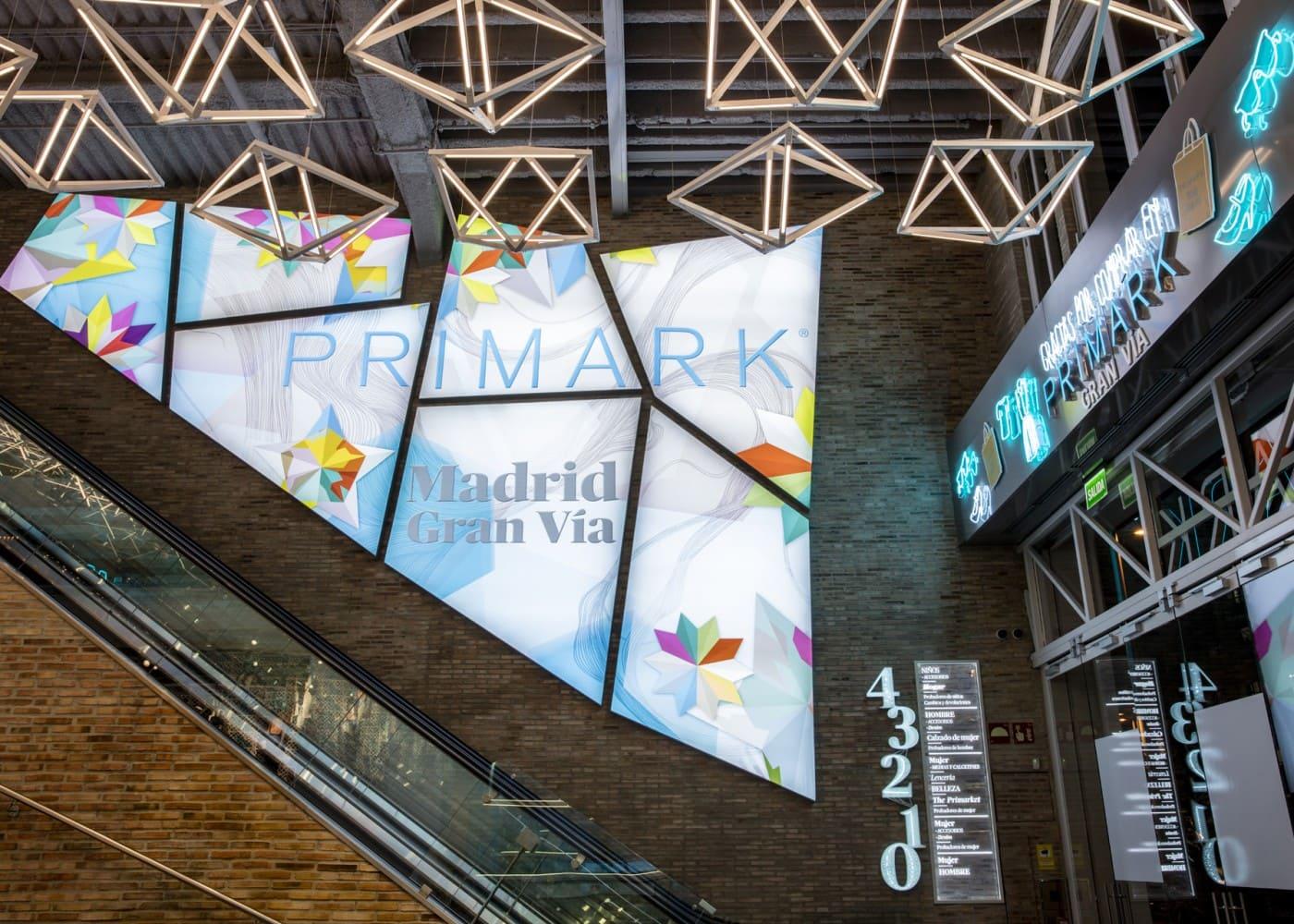 retail lighting design: Primark Madrid Gran Via wall display