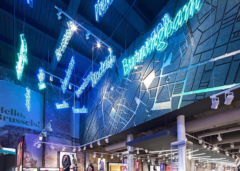 retail lighting design: Brussels Primark ceiling display