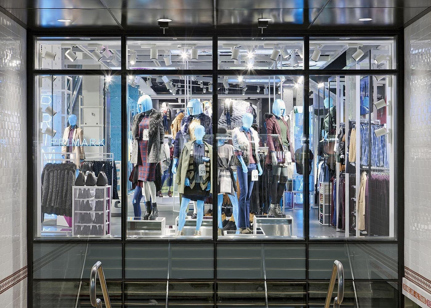 retail lighting design: Primark window display