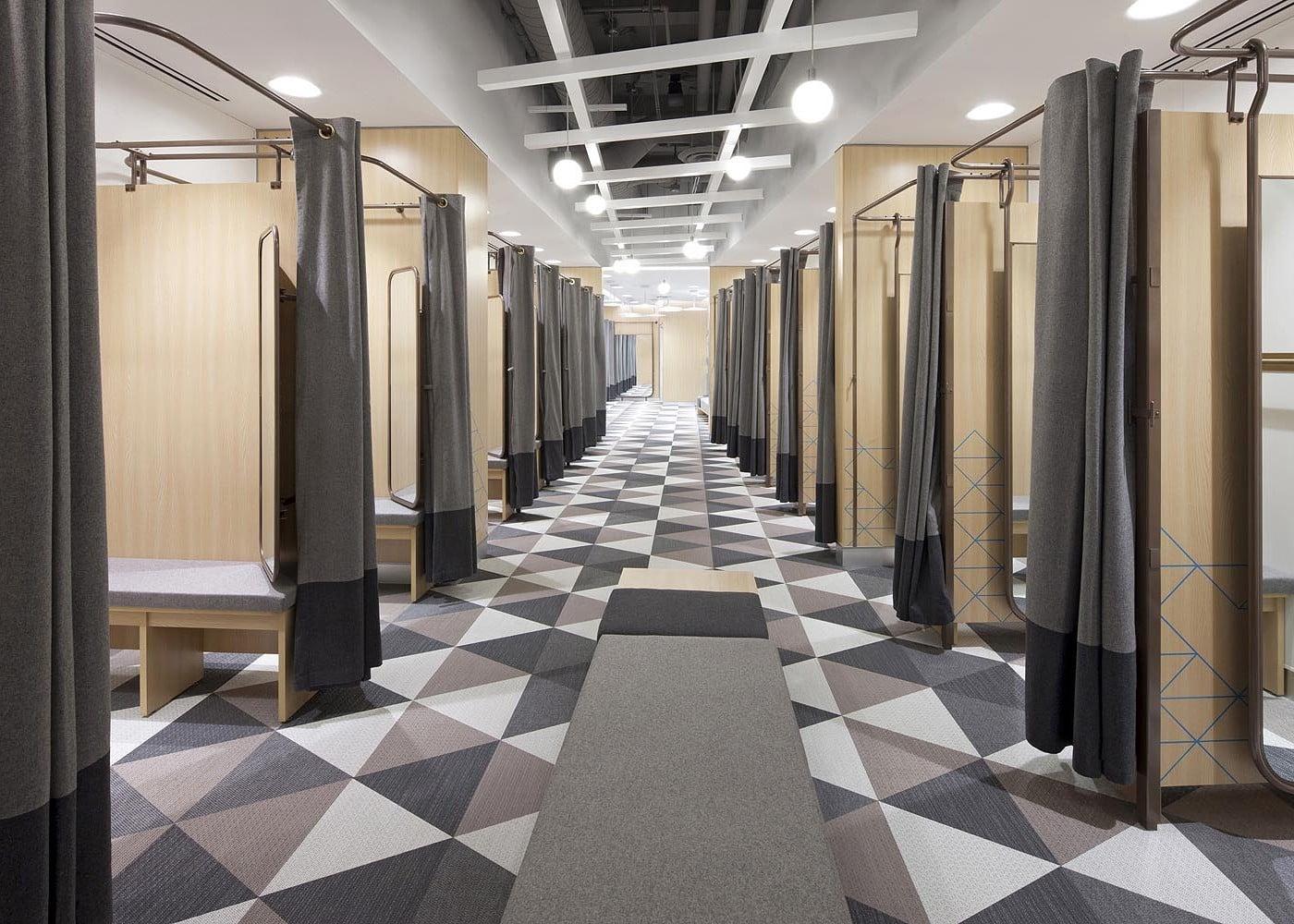 retail lighting design: Primark Amsterdam fitting rooms